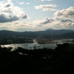 亀山から対岸の気仙沼を見た景色
