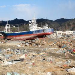 鹿折地区の様子 乗り上げた船