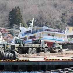 大島の港にて 米軍の車両
