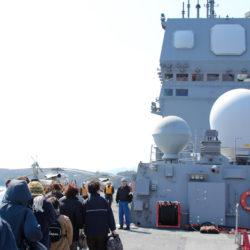 護衛艦『ひゅうが』の甲板