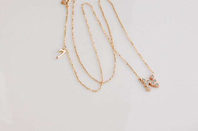 アイスブルーダイヤモンド イニシャルネックレス