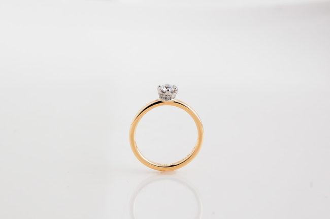 妹の婚約指輪 - 横から