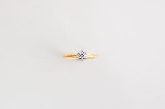 妹の婚約指輪 - 真上から