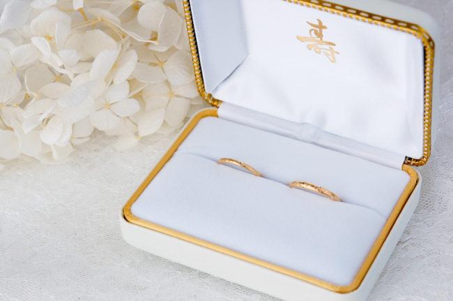 """入籍日である""""11月22日""""のデザイン数字の結婚指輪"""