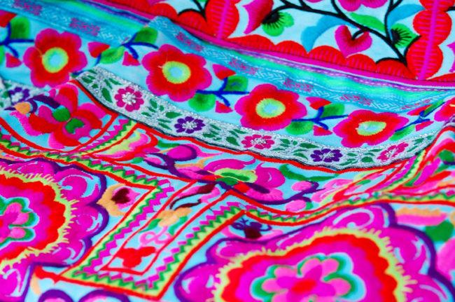 モン族の刺繍バック