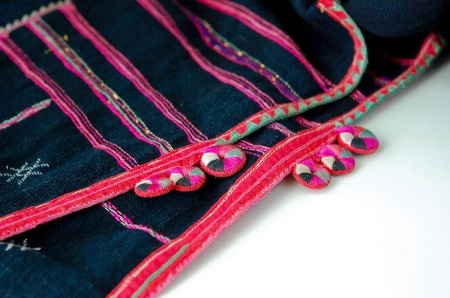ラオスはムアンシンで購入したタイルー族の帽子(スカーフとして利用)