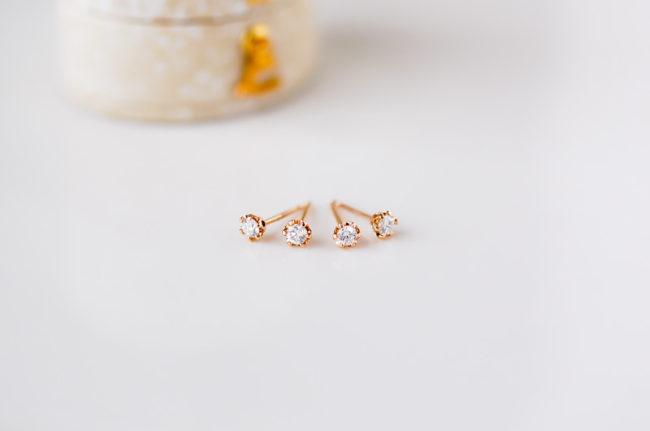 透かし模様のダイヤピアス