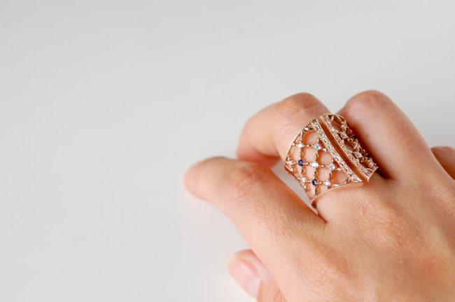 彫り留めとミルのコルセットの指輪