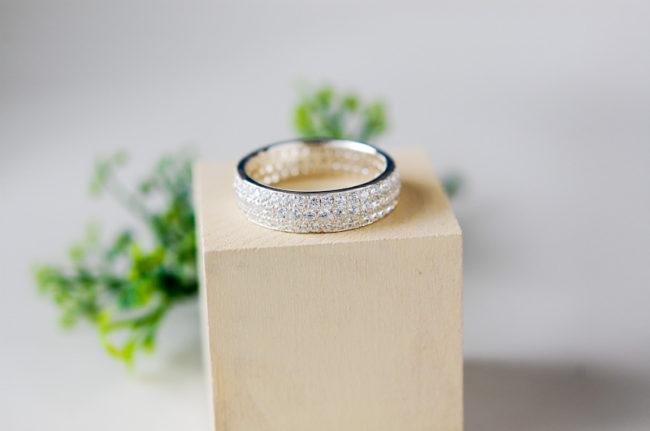 パヴェ留めの指輪