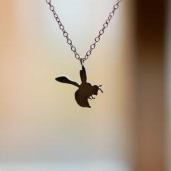 ミツバチのネックレス