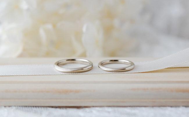 「海」の水面をイメージした結婚指輪