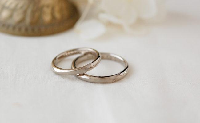 末広がりをイメージした結婚指輪