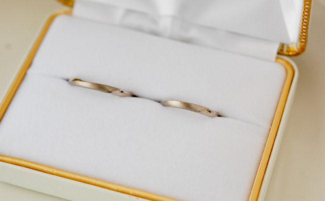 末広がりの結婚指輪