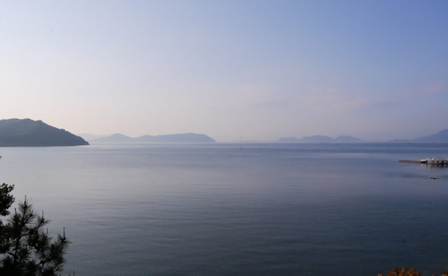 朝もやの瀬戸内海