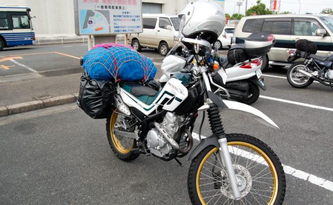 父のバイク。荷物満載