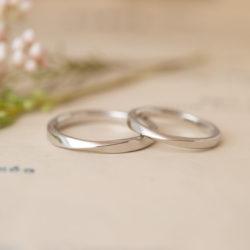 2種類のひねりが入ったツイスト結婚指輪