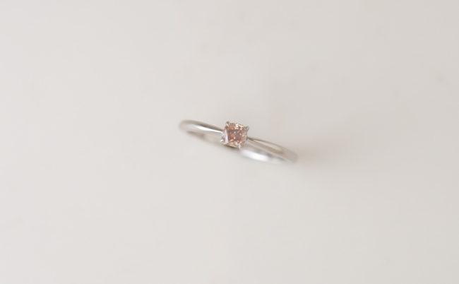 ミルキーピンクナチュラルダイヤモンドの婚約指輪