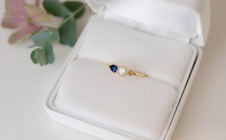 ダイヤモンドとサファイアのエンゲージリング