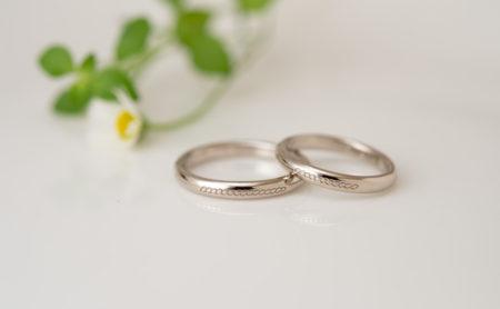 「糸」をモチーフにした結婚指輪
