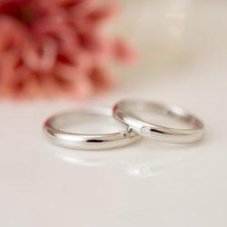 鳥のオリジナル刻印が入った結婚指輪