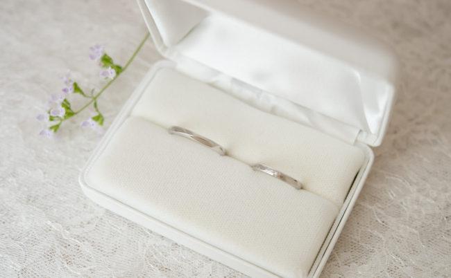 デザインの異なるプラチナ結婚指輪