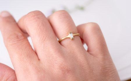 テーパーバケットダイヤモンドの指輪