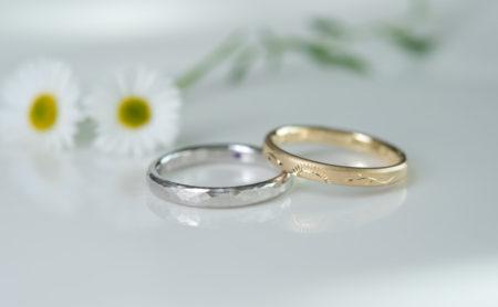 向日葵と槌目模様の結婚指輪