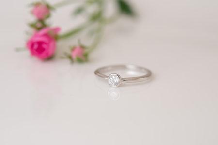 シンプルで可愛らしい、婚約指輪