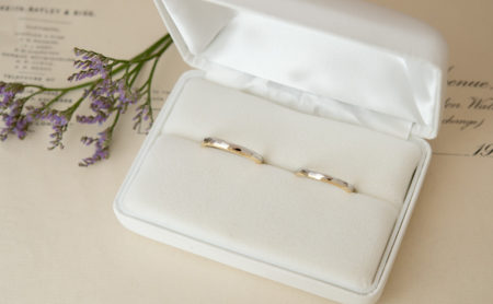 プラチナとゴールドのコンビ結婚指輪