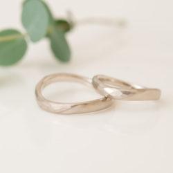 波ラインと捻りのテクスチャー結婚指輪