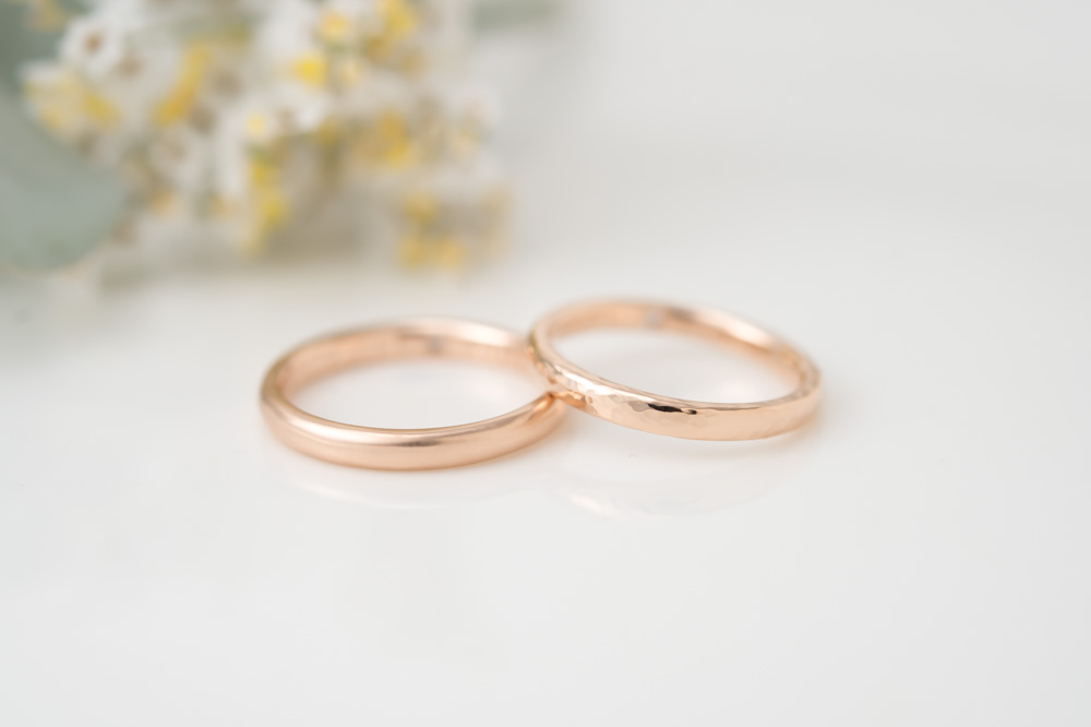 K18ピンクゴールドの結婚指輪 刻印を自分たちで