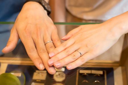 捻りのあるプラチナの結婚指輪