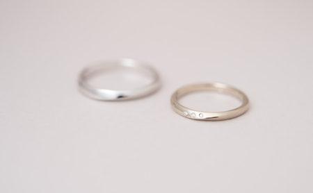 ダイヤモンドが3石並んだ捻りの結婚指輪