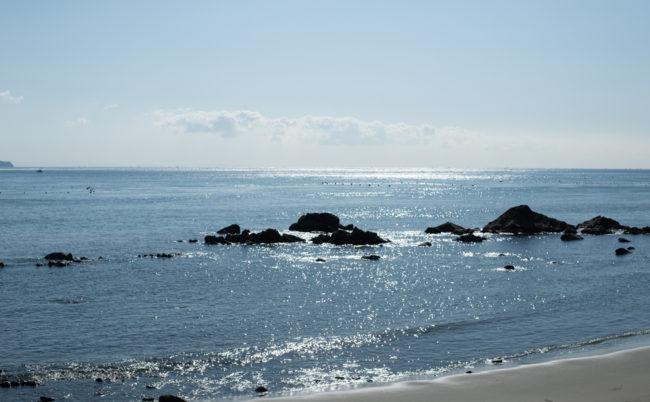 大塚美術館の前の海