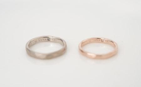 手彫りニコニコマークのK18WG・K18PG ラフ結婚指輪 誕生石