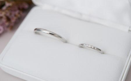 5石のダイヤモンドが輝くプラチナ結婚指輪