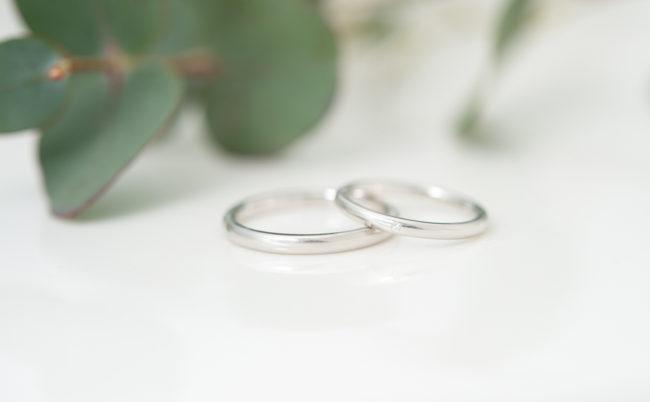 柔らかでシンプルなプラチナの結婚指輪